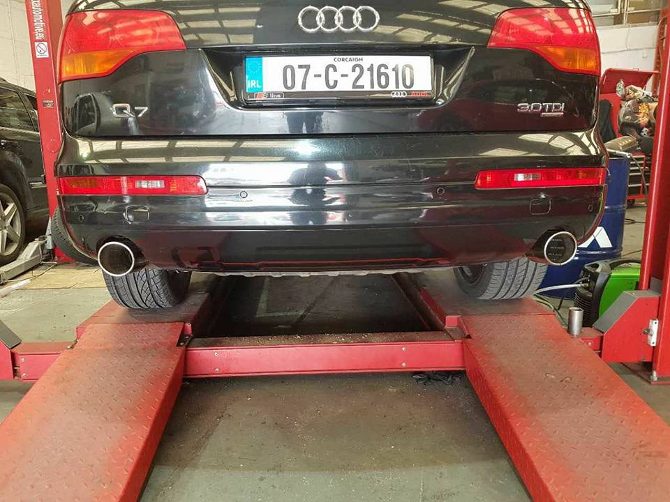 Twin Exhaust Tips Fitted On Audi Q7